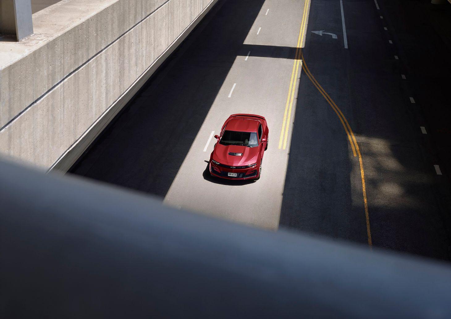 chevrolet camaro vermelho visto de cima