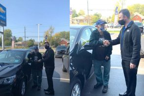 Concessionária Chevrolet dá carro 0 km para veterano de 104 anos