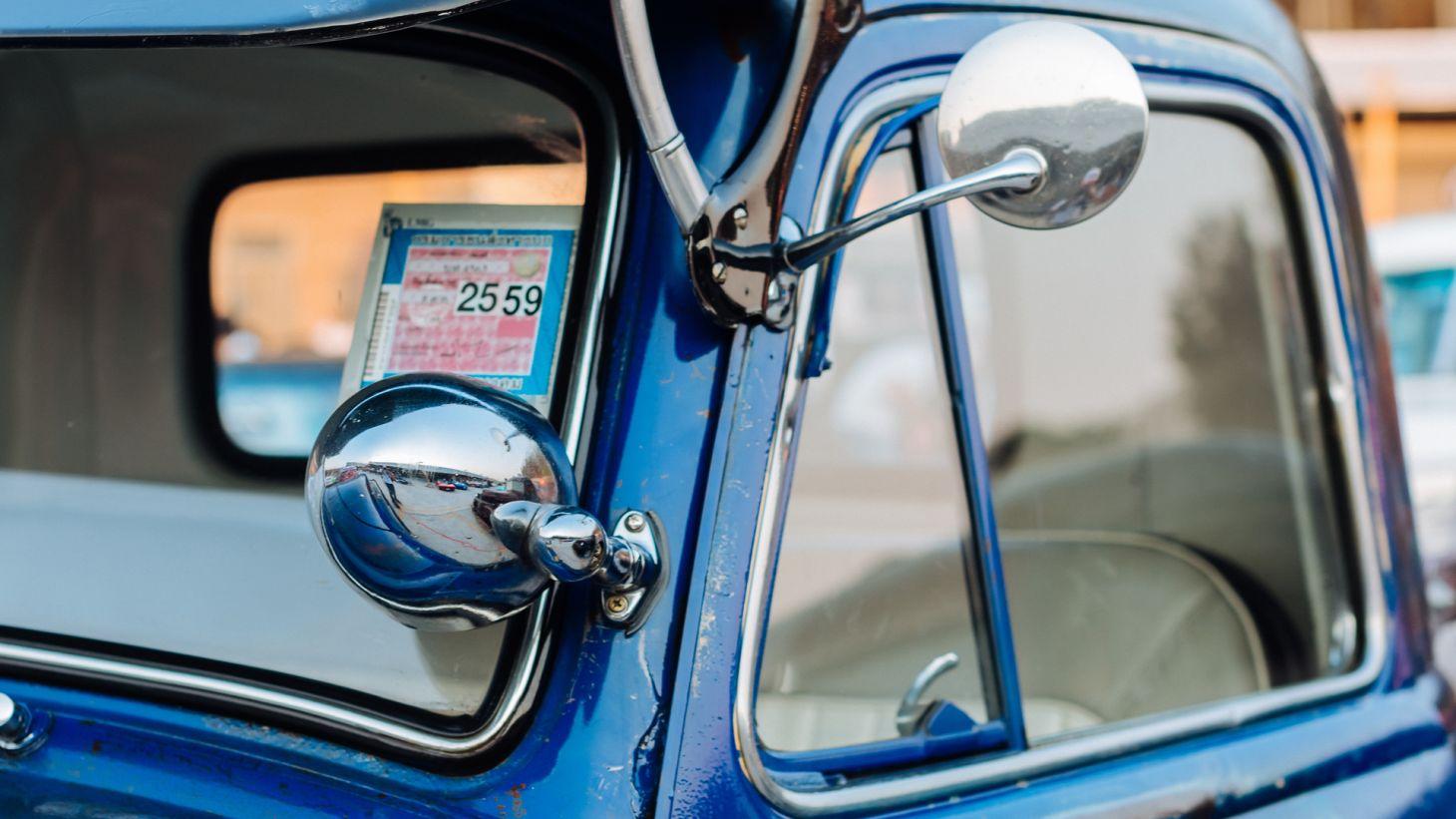 quebra vento ventarola carro antigo azul