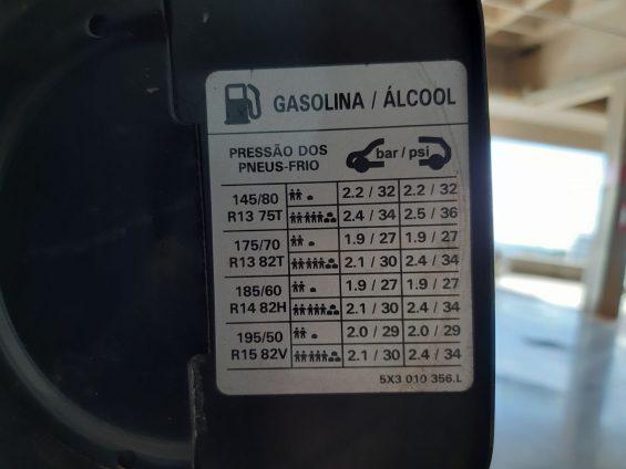 indicador pressao pneu tampa bocal abastecimento calibrar pressao libras