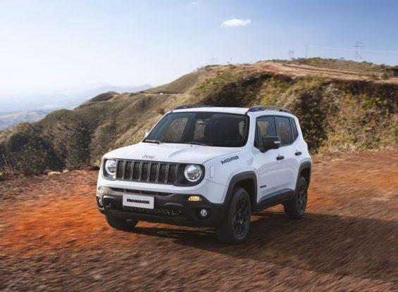 jeep renegade moab branco visto de frente em serra