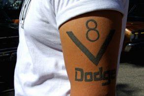 Volkswagen, Jeep e Cadillac são as marcas de carros mais tatuadas