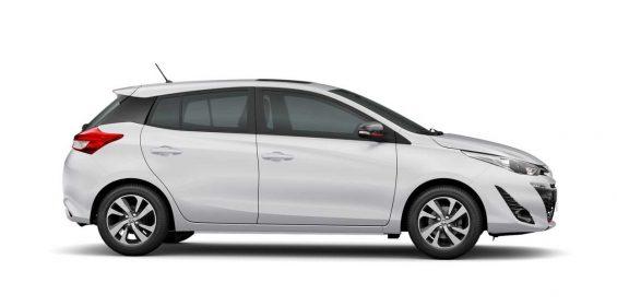 toyota yaris hatch 2021 branco lateral