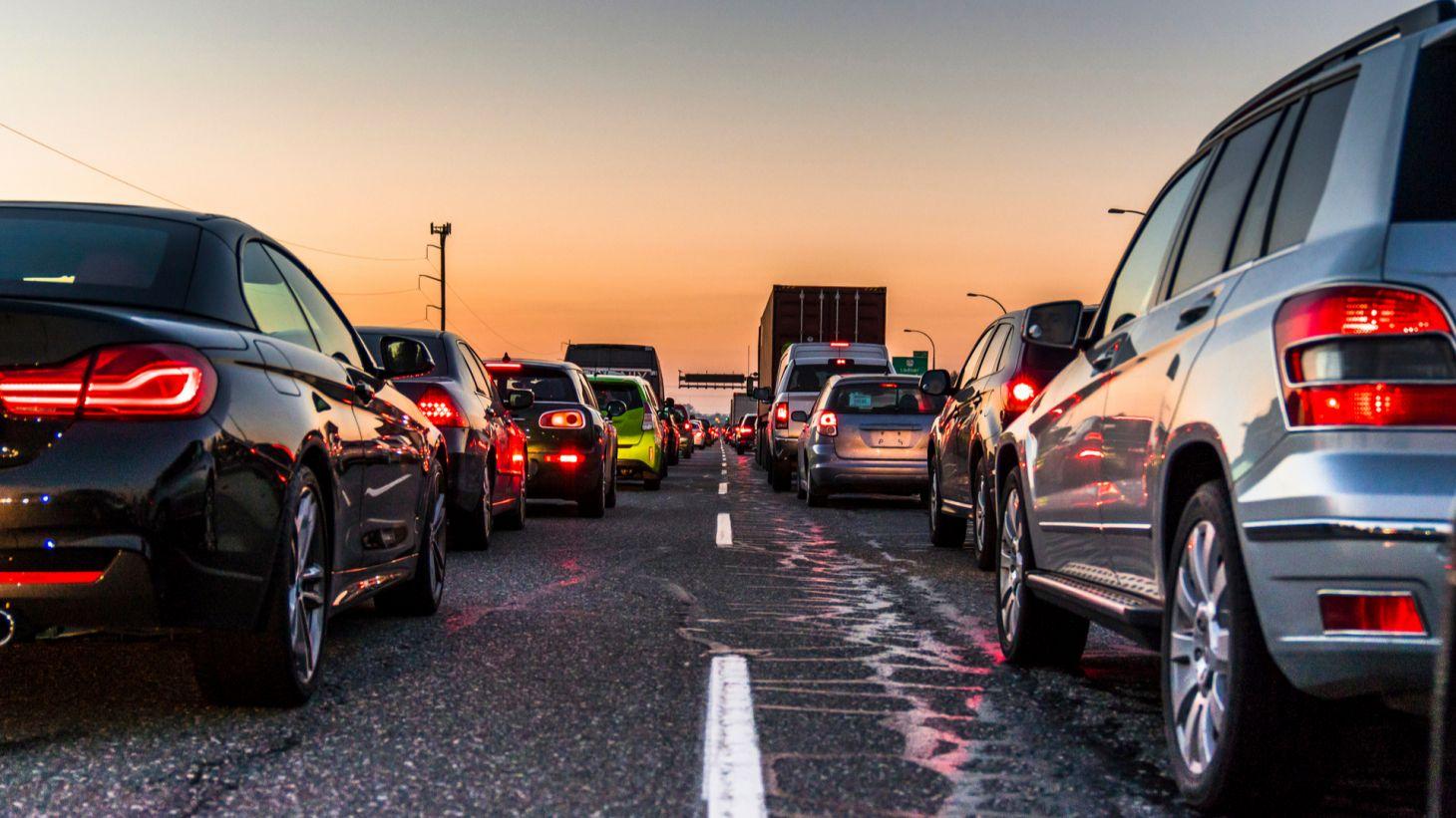 transito trafego carros estrada rodovia traseira