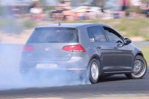 [Vídeo] Golf com motor V8 de BMW vira 'máquina de drift'