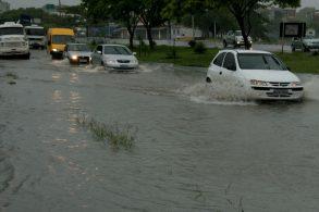 5 dicas essenciais para dirigir na chuva