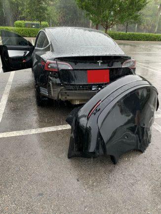 Tesla para-choque solto