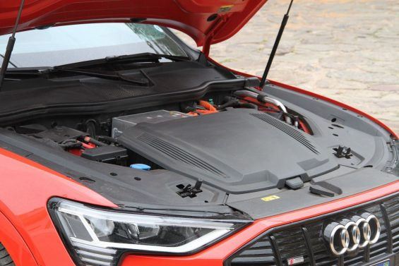 audi e tron 2020 vermelho motor eletrico