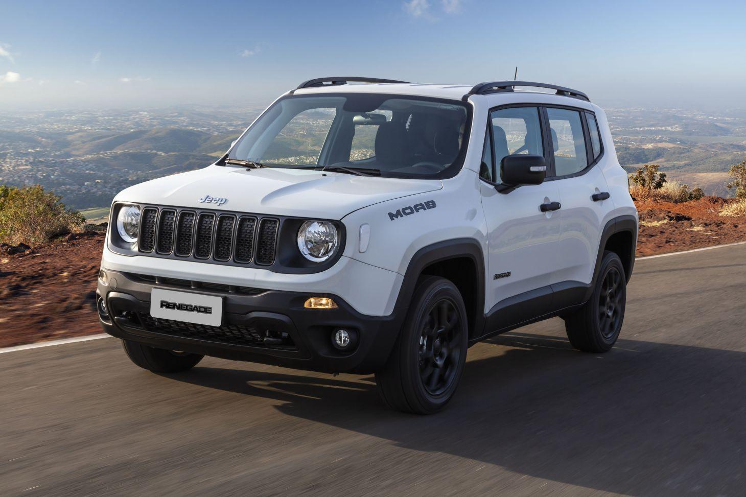 jeep renegade 2021 moab branco rodando em estrada