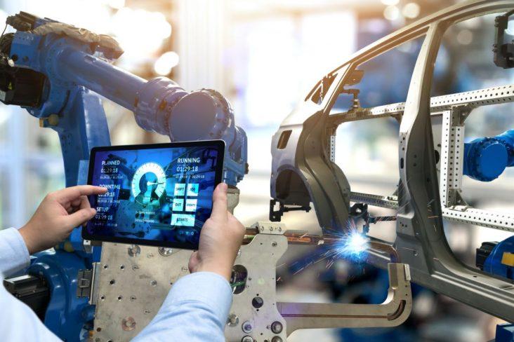 montadora carro chassi fabrica automotiva especialista mecanico analisando