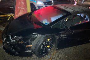 Jovem bate em Lamborghini, resolve roubá-la e acaba a destruindo