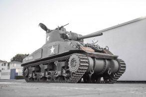 SUV é pouco para você?! Que tal um tanque do exército americano?