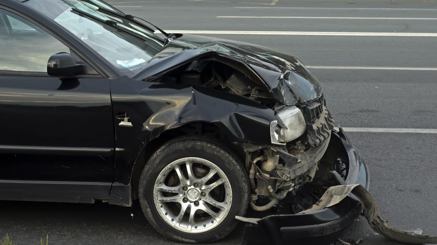 acidente transito frente carro amassada airbag nao disparou