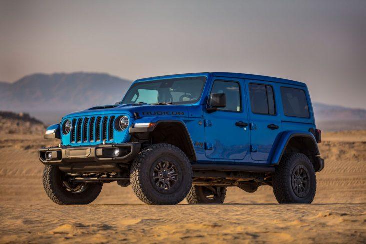 jeep wrangler rubicon 392 azul visto de lado