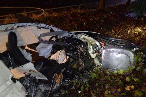 Destroços de bateria de Tesla provocam incêndio em casa após acidente