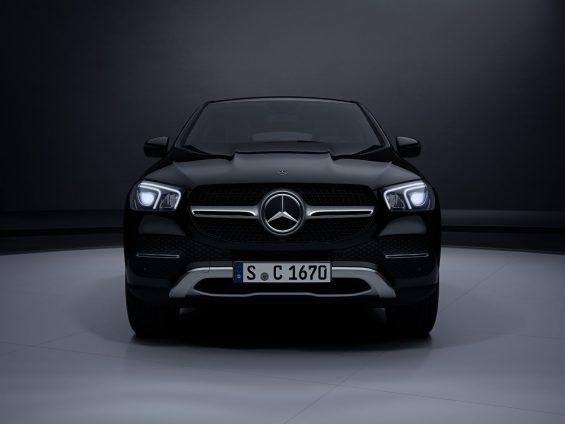 mercedes benz gle 400 d coupe preta vista de frente
