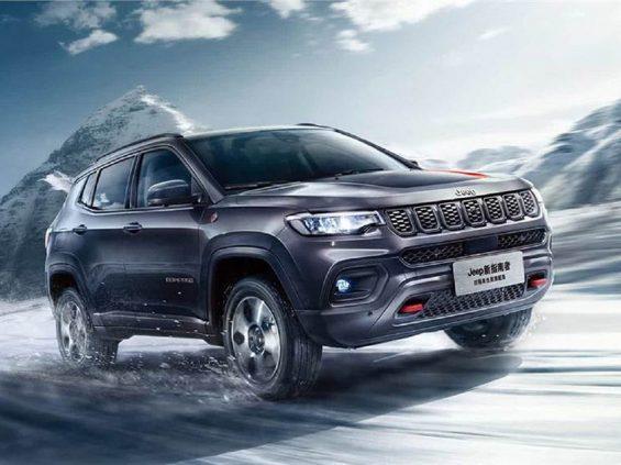 jeep compass trailhawk 2022 chines visto de frente em movimento