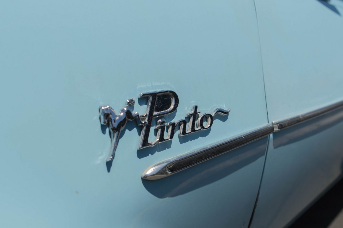 ford pinto emblema foto Shutterstock