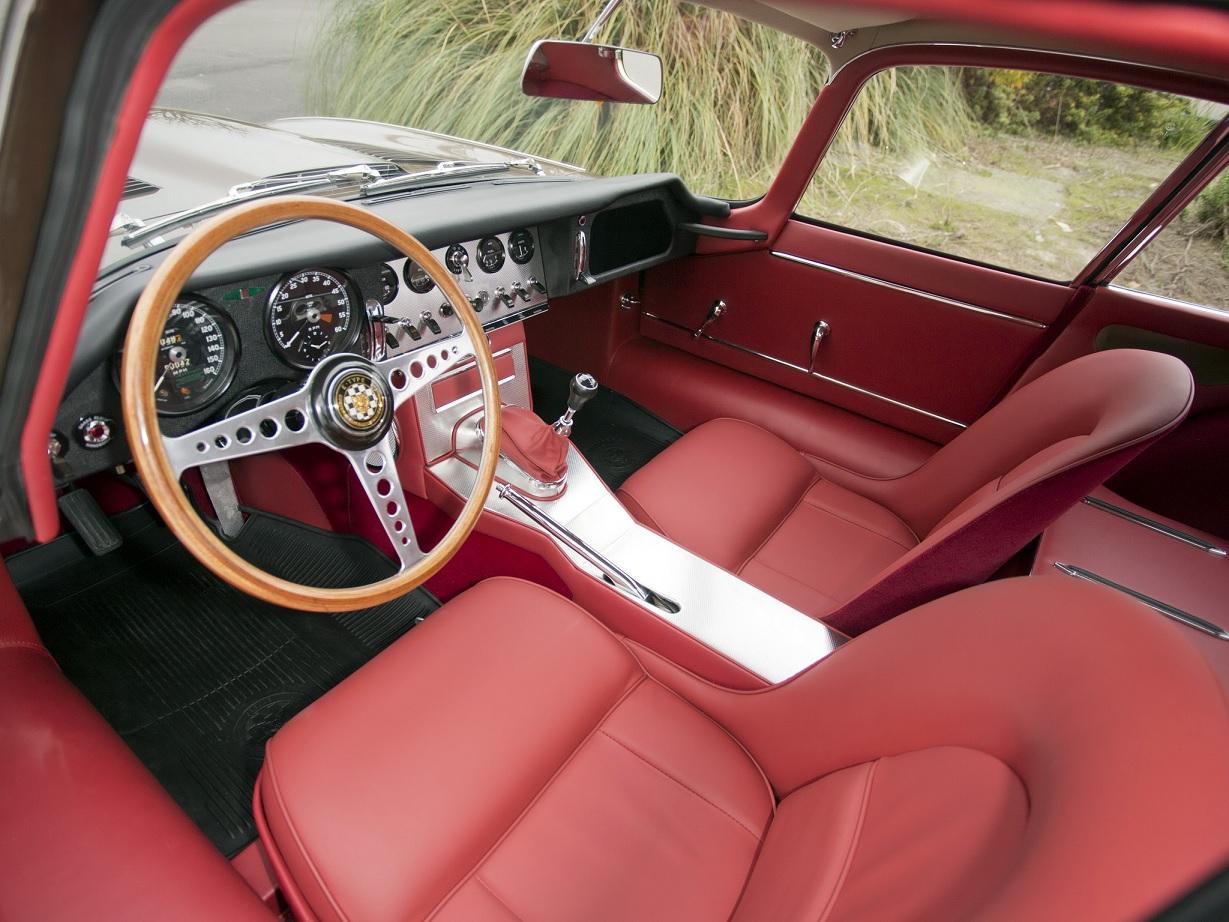 jaguar e type coupe interior em couro vermelho