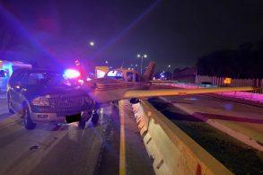 Avião acerta SUV em pouso de emergência em rodovia nos EUA