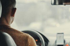 Motorista de aplicativo ou taxista que assediar passageira pode pegar 10 anos de prisão
