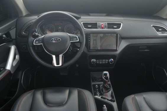 interior do jac t40 2021