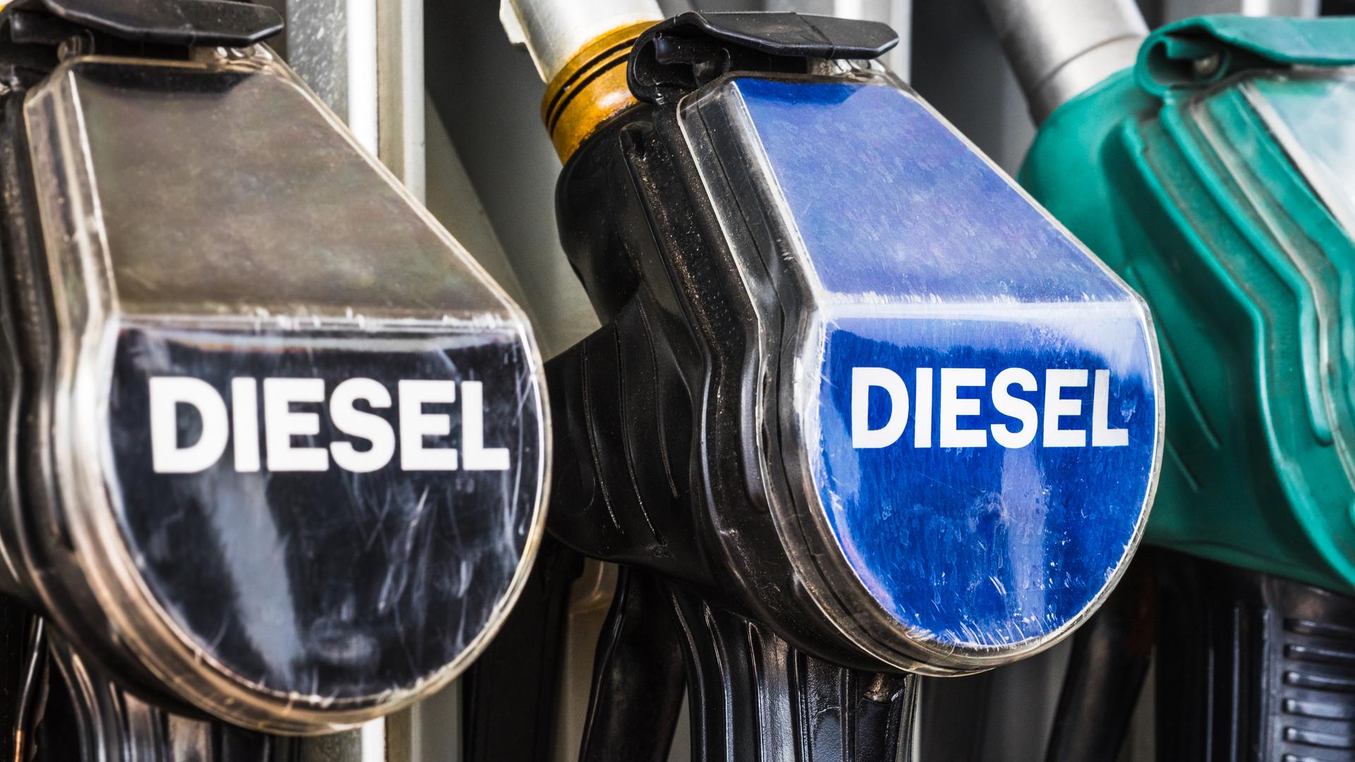 bomba combustivel mangueira abastecer diesel posto