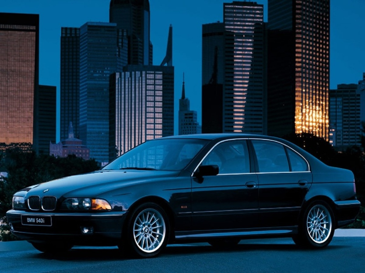 bmw serie 5 540i e39 sedan preto lateral carros alemaes