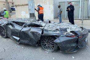 [Vídeo] Estacionamento desaba e destrói dezenas de carros de luxo