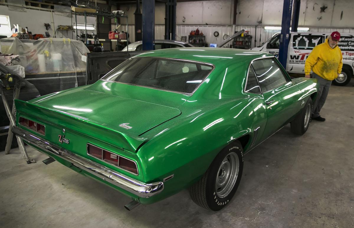 camaro 1969 verde encontrado por tommy cook 17 anos apos ter sido roubado