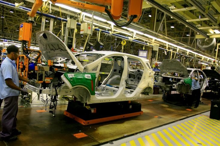 ecosport sendo produzido na fabrica da ford em camacari na bahia