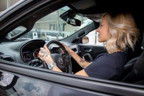 Decisão de compra: o que a maioria das mulheres valoriza nos carros