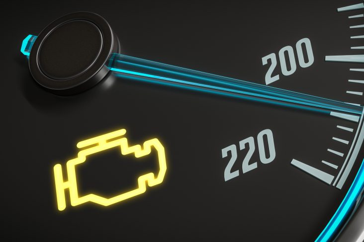 luz da injecao acesa painel instrumentos carro shutterstock 627579110