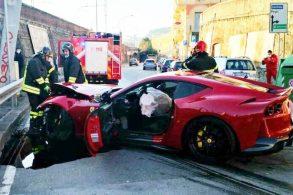 Ferrari 812 Superfast de R$ 2 mi de goleiro é destruída em ida ao lava-jato