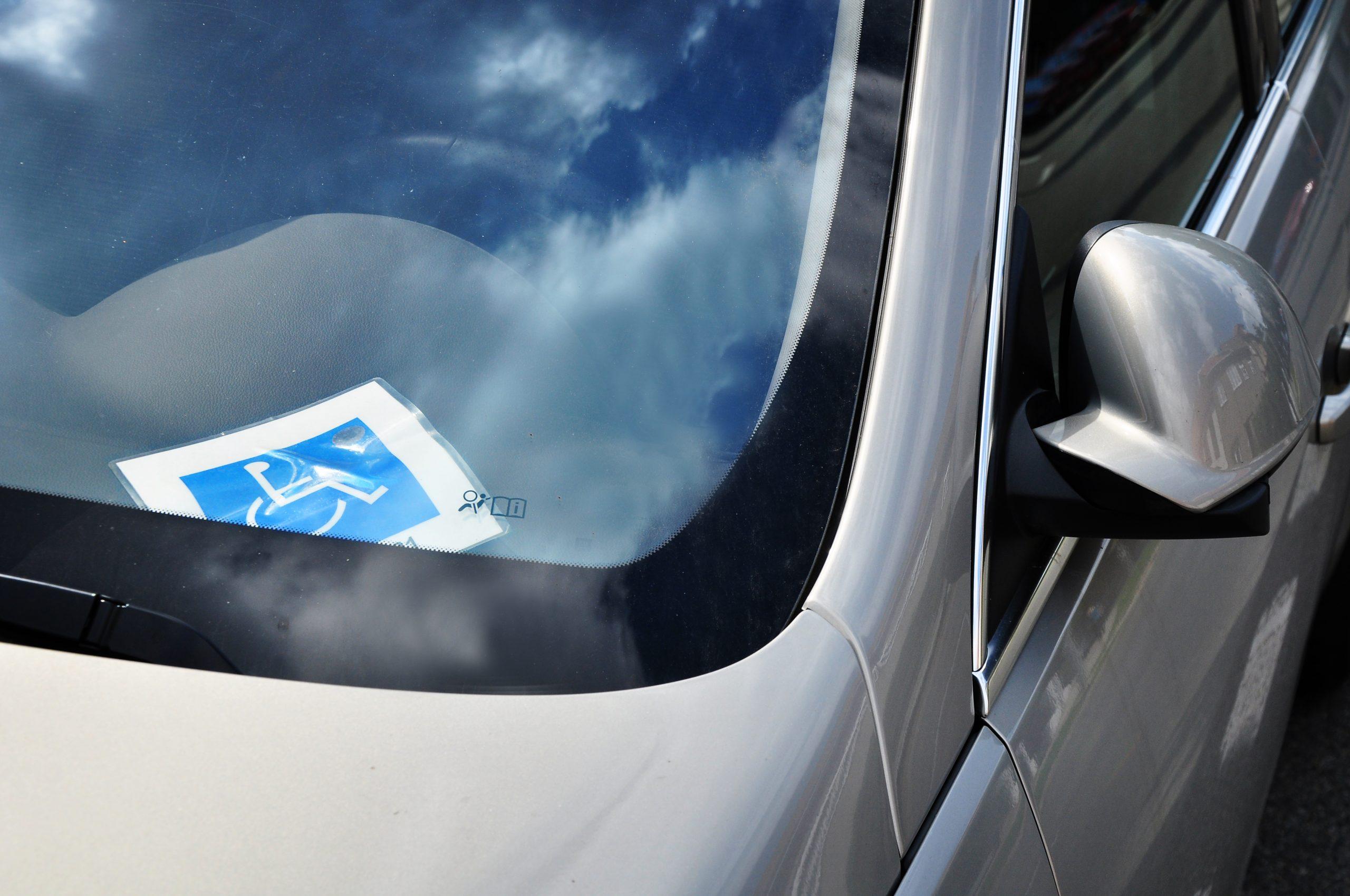para brisa de carro com cartao de pessoa com deficiencia pcd
