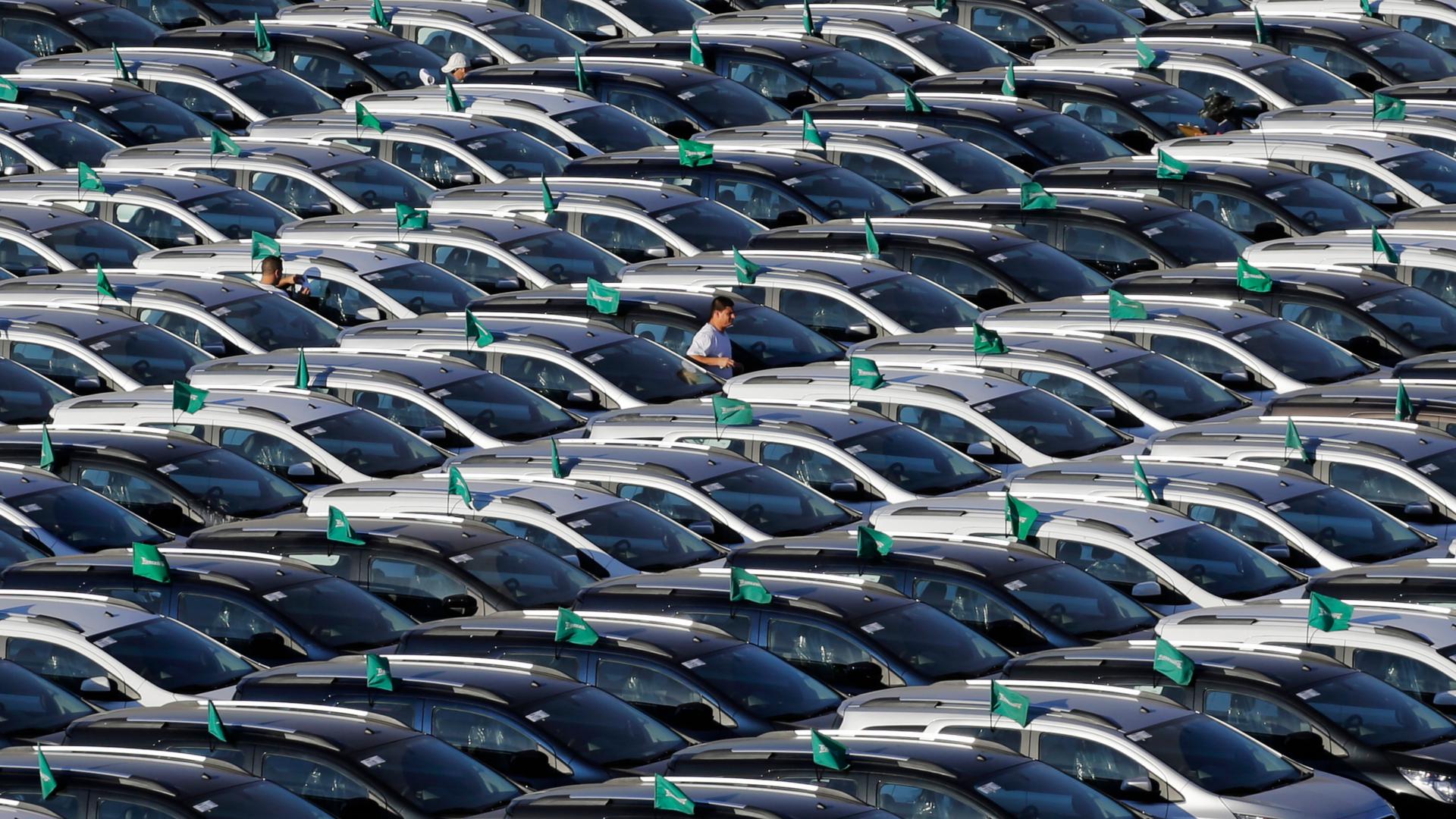 carros brasileiros estacionados fabrica sao bernado campo ford