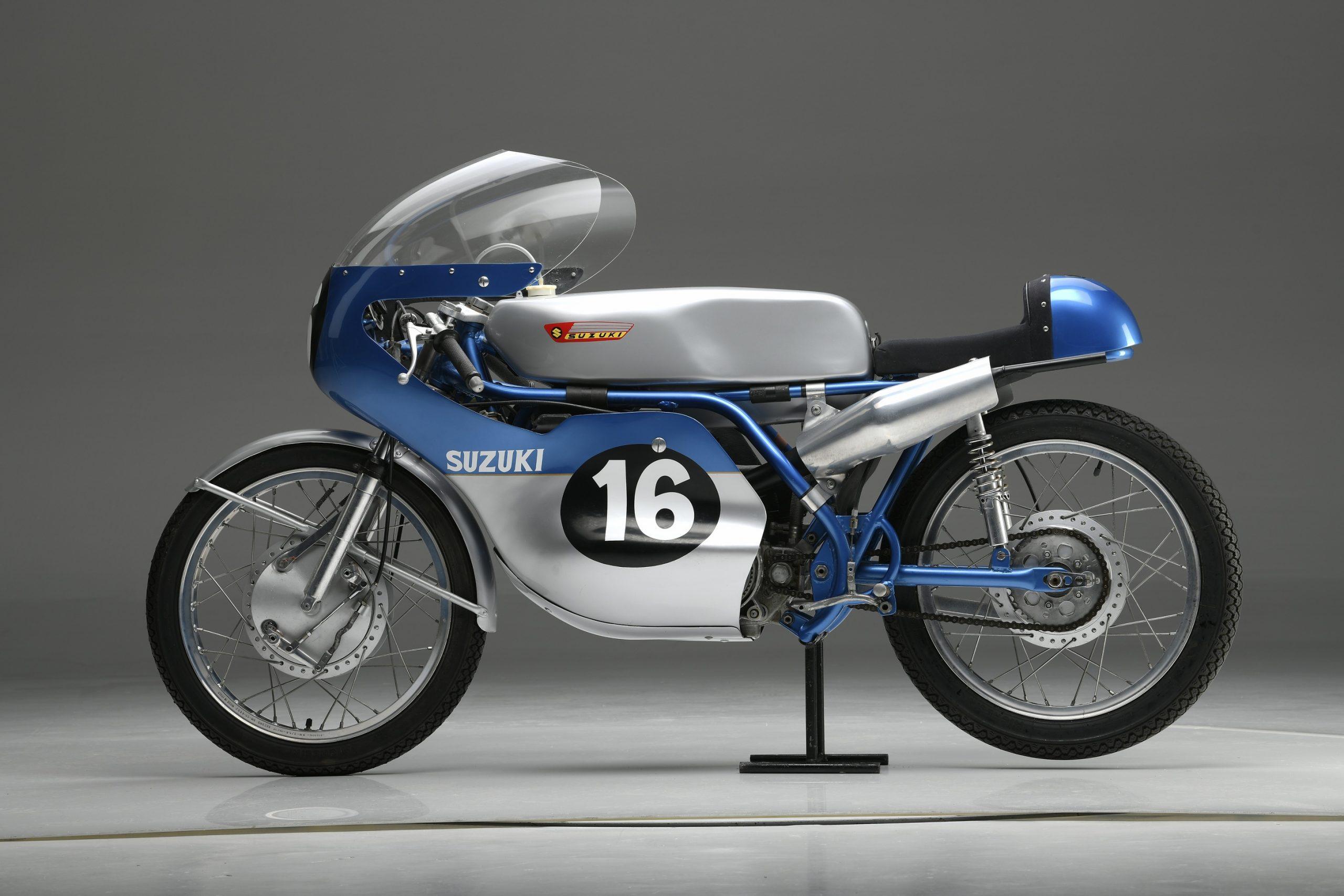 suzuki 100 anos 4 modelo rt 67 dos anos 1 960 inspiradora da decoracao da gsx r 1000r 100th anniversary e gsx rr campea mundial
