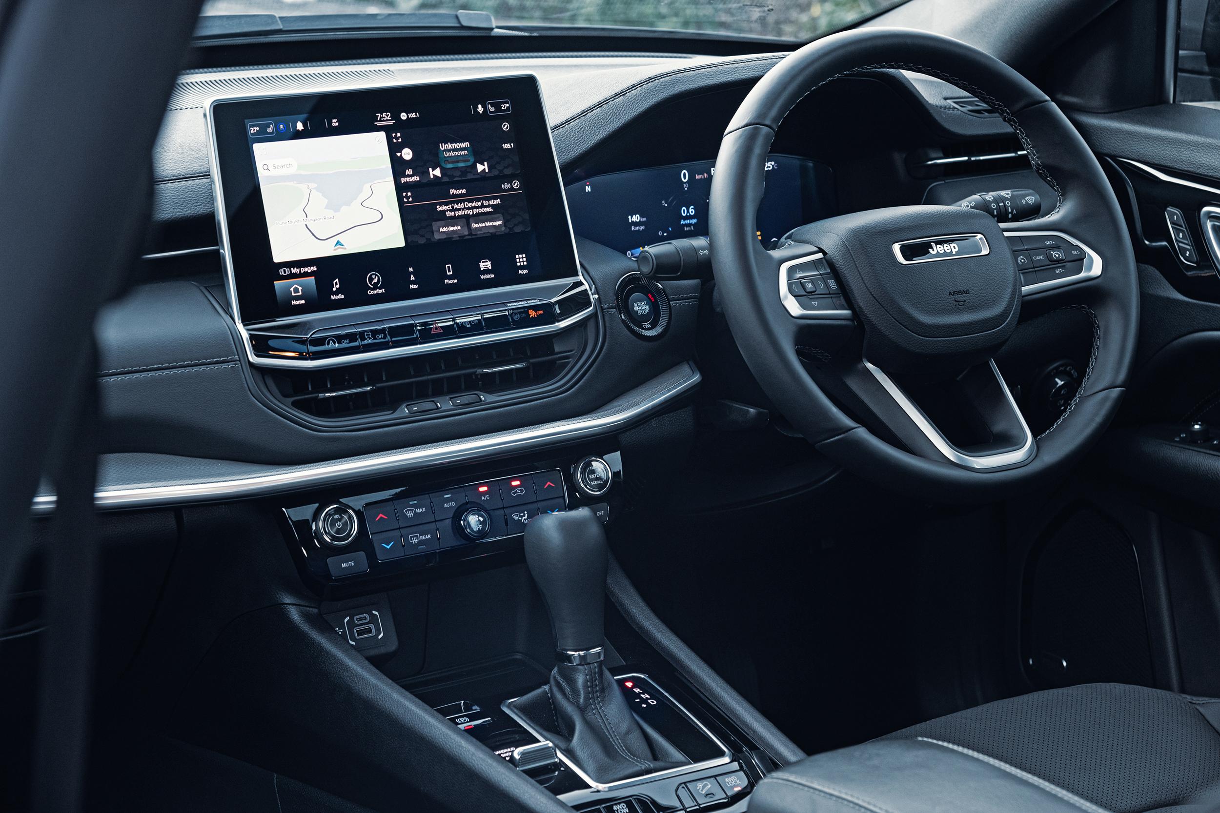 jeep compass 2022 interior com central multimidia e painel digital