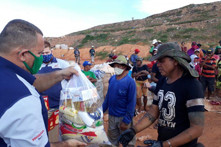 2 entrega de cestas aos catadores do lixao em cuiaba mt