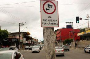 Posso levar multa 'a distância' em 'Via Fiscalizada por Câmeras'?