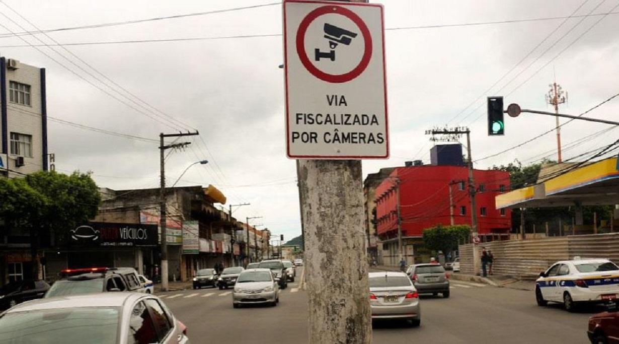 placa via fiscalizada por cameras em poste no espirito santo foto policia militar de vila velha