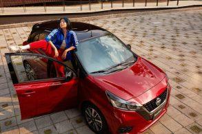 Nissan March 'resiste' e ganha frente de novo Versa em reestilização
