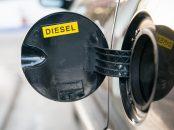 bocal abastecimento tanque motor carro a diesel shutterstock 657224752