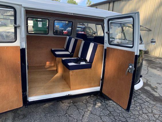 bancos traseiros de volkswagen kombi 1965 azul marinho restaurada em 2019
