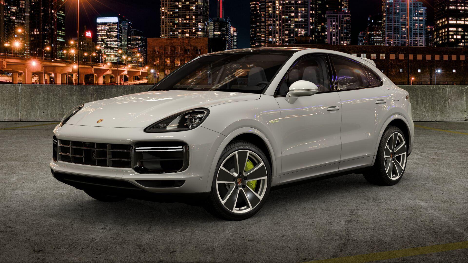 porsche cayenne coupe e hybrid turbo s branco em estacionamento