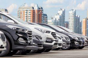 Qual empresa mais produziu automóveis no mundo em 2020?