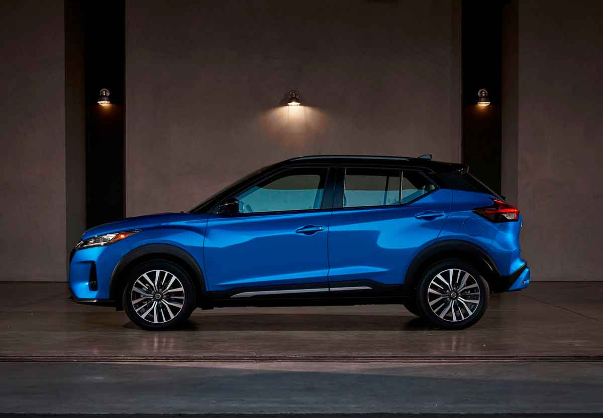 lateral do nissan kicks 2022 azul