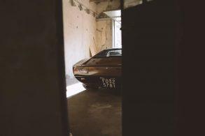 [Vídeo] Lamborghini Miura raro é resgatado de garagem 'emparedada'