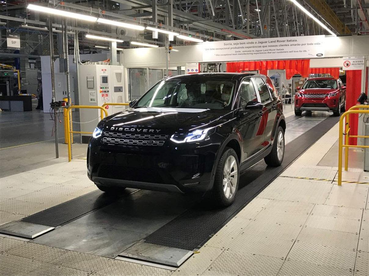modelo discovery saindo da fabrica da land rover em itatiaia rj