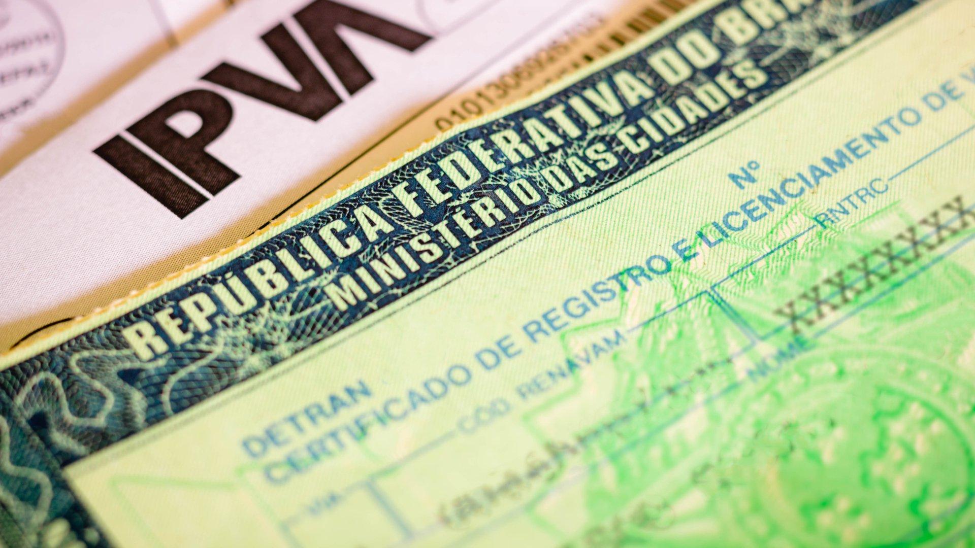 crlv papel moeda certificado registro licenciamento veiculo shutterstock 1888683439